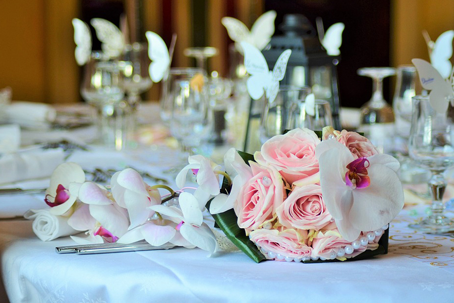 chronique-decoration-table-plan-bouquet-rose-papillon