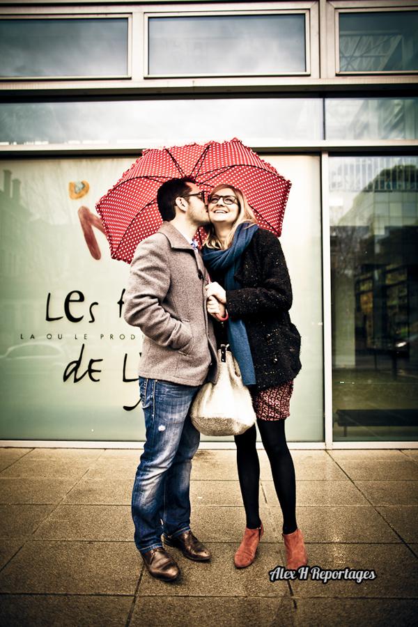 Séance d'engagement aux Halles de Lyon par Alex H Reportages, photographe mariage à Lyon et partenaire lyon-mariage.com