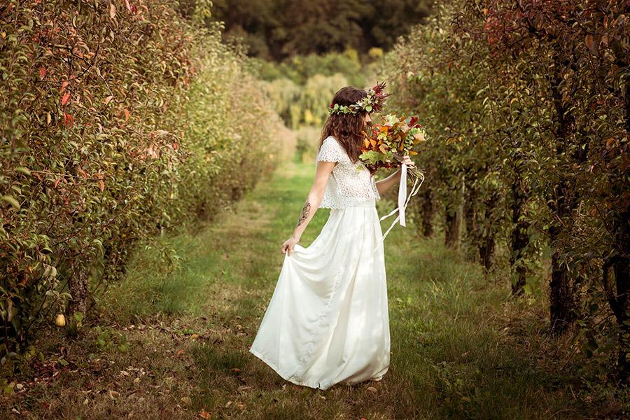 Seance_octobre_2017_emilie_garcin_52 mariée couronne de fleurs champêtre et bucolique tatouage champ nature vert