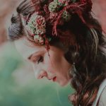 chronique-coiffure-automne-amelie-gouttenoire-fleurs-rouge-lyon-mariage-une