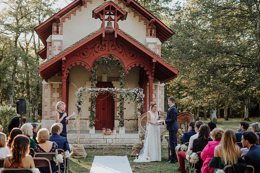 chronique-mariage-giacomelli-wedding-planner-ceremonie-campagne-echange-des-alliances