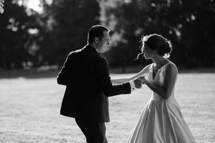 Wedding Planner à Lyon Lyloo et Maloé, les mariés la danse