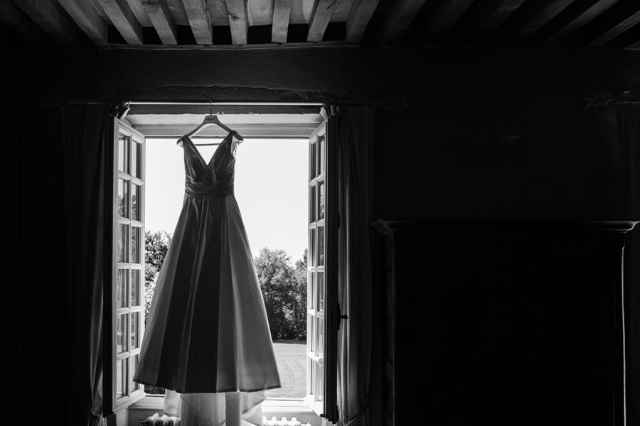 Wedding Planner à Lyon Lyloo et Maloé, préparation de la mariée robe de mariée