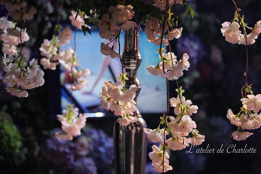 Fleuriste mariage Lyon Atelier Charlotte mur de fleurs rose
