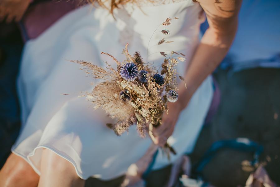 Maquilleuse et coiffeuse beauty art coiffure lyon mariage bouquet de fleurs lavande