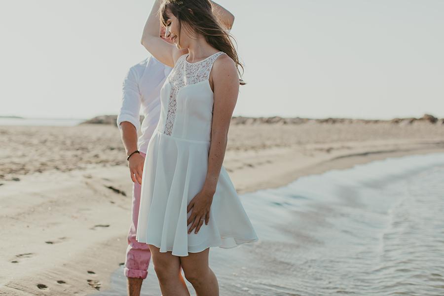 Maquilleuse et coiffeuse beauty art coiffure lyon mariage cheveux lâchés nude robe courte blanche