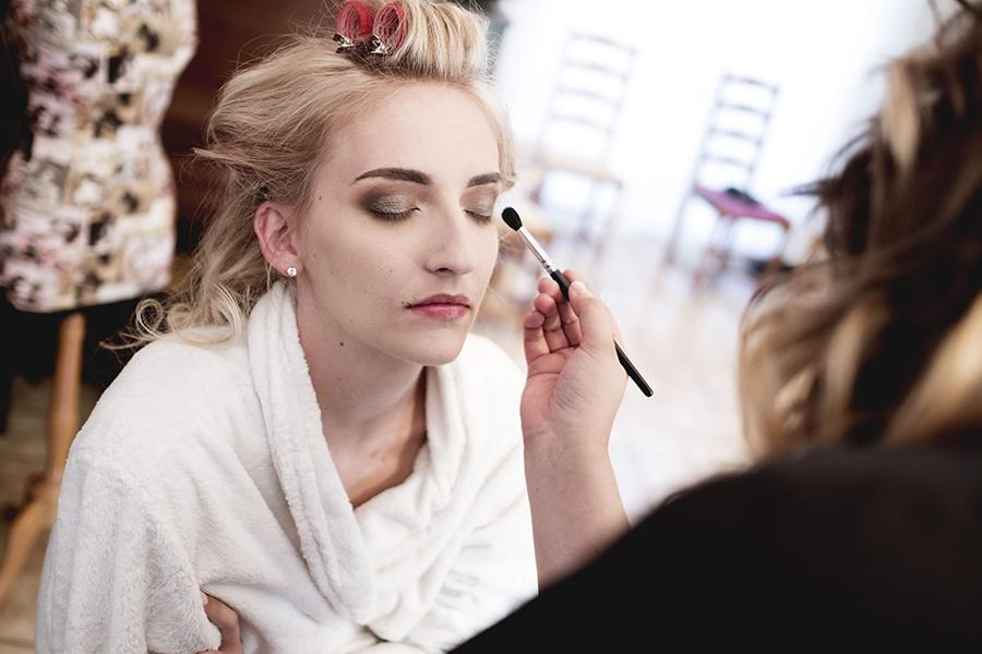 Maquillage coiffure mariage auréa jeanneau lyon mariage préparation de la mariée et fard à paupière