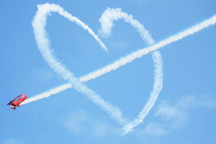 Apoteo Suprise demande en mariage x lyon mariage originales avion ciel coeur
