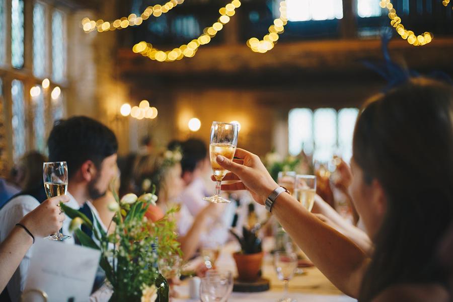 Chronique mariage haut-de-gamme lyon mariage x carnets du luxe toast cérémonie