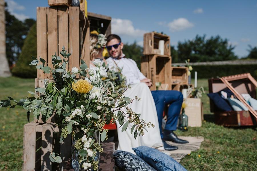 Fleuriste lyon mariage Art végétal inspiration folk bouquet de la mariée et trône des mariés