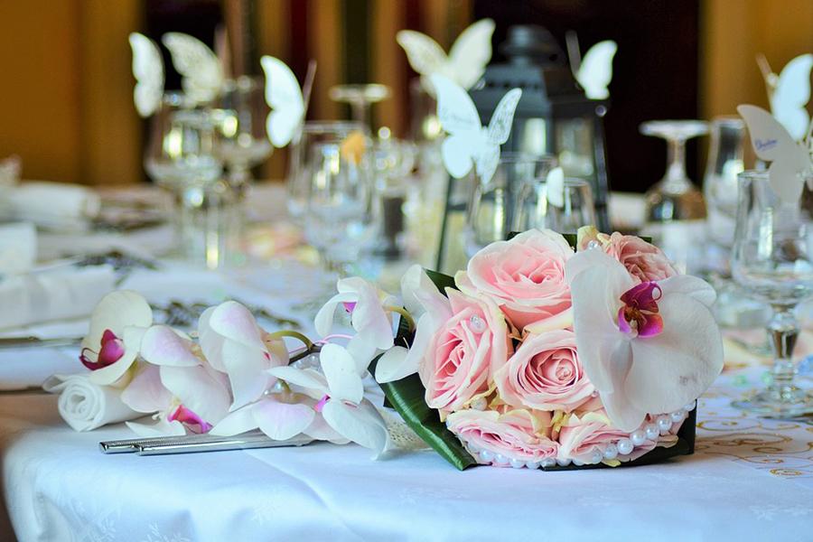 chronique-decoration-table-plan-bouquet-rose-papillon