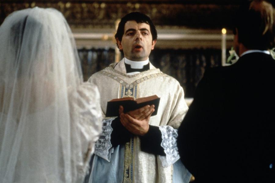 2-chronique-idees-de-films-mariage-regarder-sous-son-plaid-quatre-mariages-et-un-enterrement