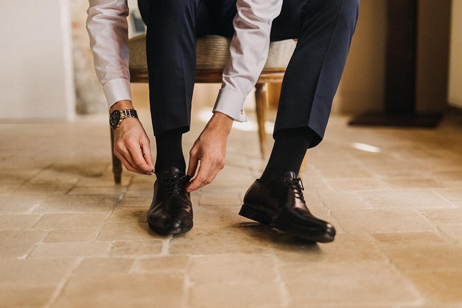 chronique-mariage-giacomelli-wedding-planner-habillage-temoins-chaussres-vernies-montre