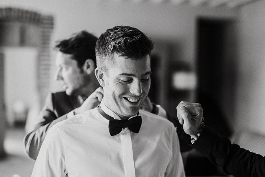 chronique-mariage-giacomelli-wedding-planner-habillage-temoins-noir-blanc