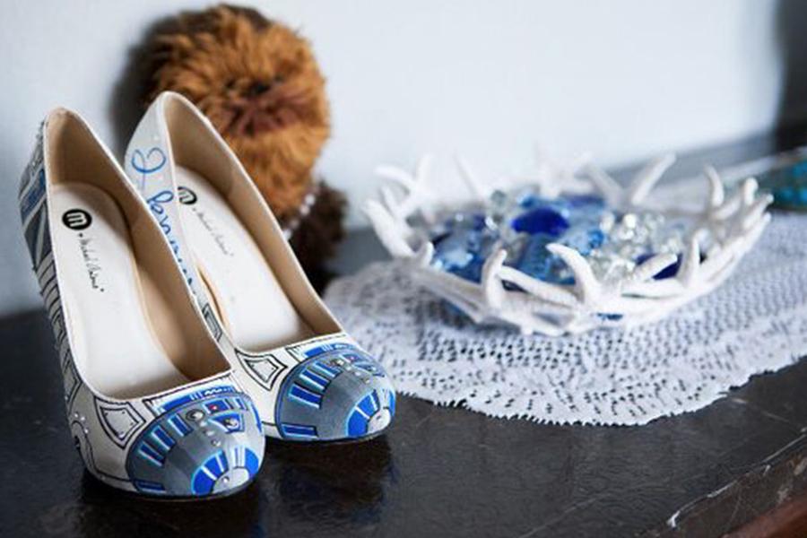 Chronique idées pour un thème mariage Star Wars - chaussure R2-D2
