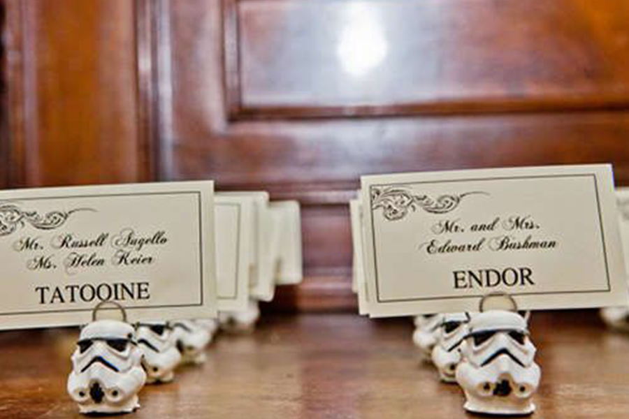 Chronique idées pour un thème mariage Star Wars - invitation et marque place