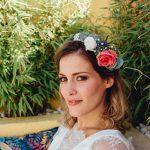 coiffure-maquillage-mariage-lyon-beauty-art-chronique-brune-couronne-fleurs-rouge-blanche-une