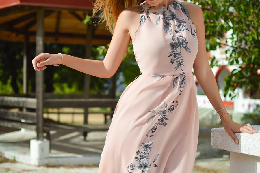 Chronique 8 conseils pour une tenue d'invitée mariage à lyon, robe rose pastel