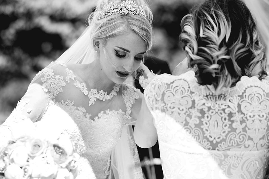 Maquillage coiffure mariage auréa jeanneau lyon mariage voile et arrivée de la mariée