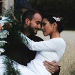 Créatrice de robe de mariée Maryline Garel shooting couple bouquet de fleurs une